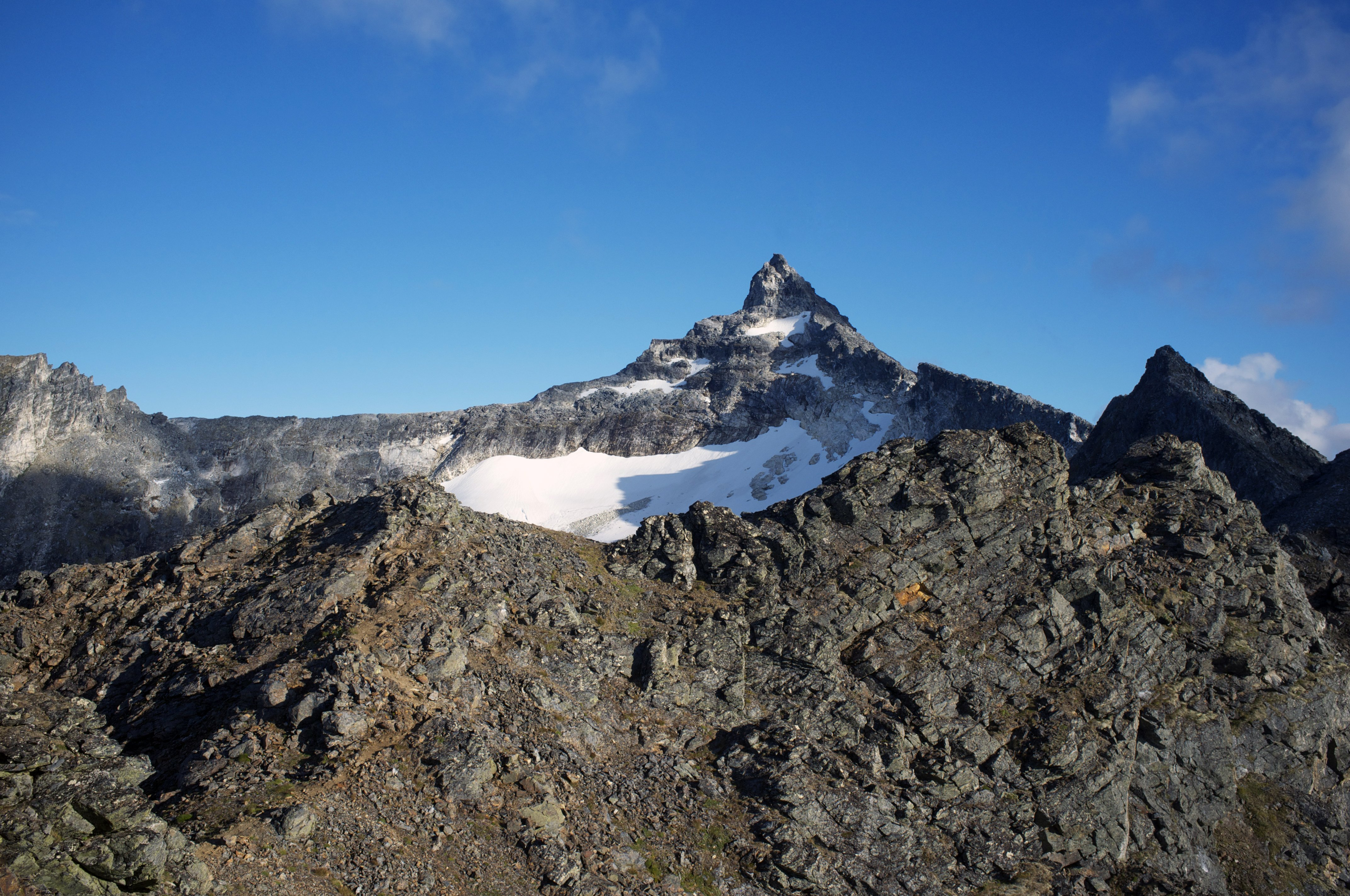 more-daunting-on-when-you-can-see-the-length-of-hamperokken-ridge_32100778872_o